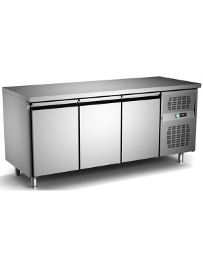 Cooling table with 3 doors...